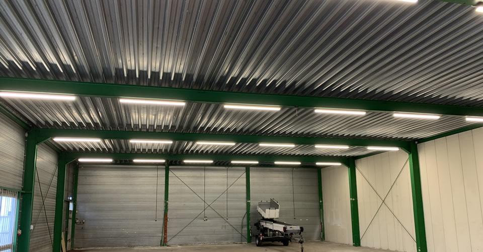 Een bedrijfshal in 's-Hertogenbosch voorzien van LED armaturen